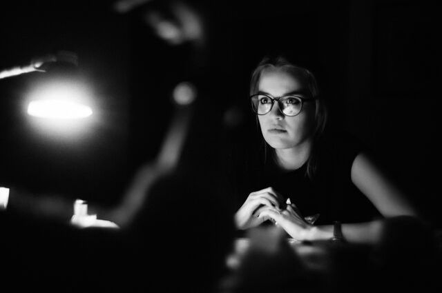 woman with glasses black and white